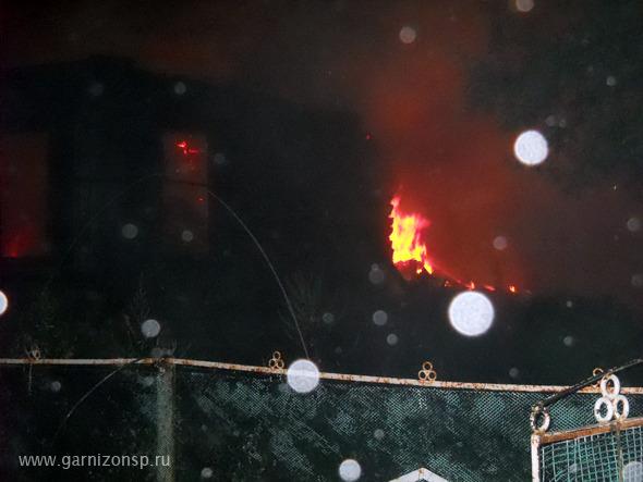 Дом и хозблок сгорели в деревне Власово