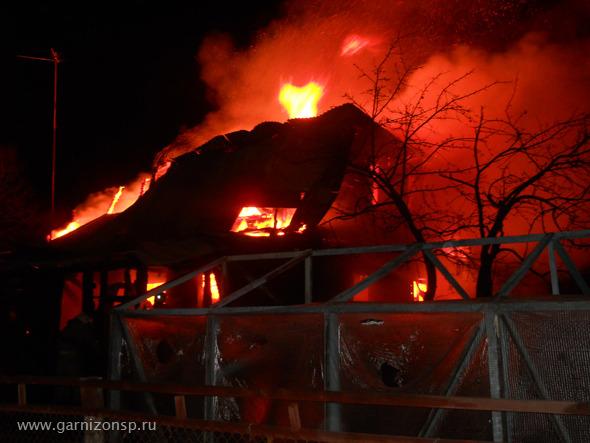В Сергиевом Посаде сгорел частный дом и торговая палатка.